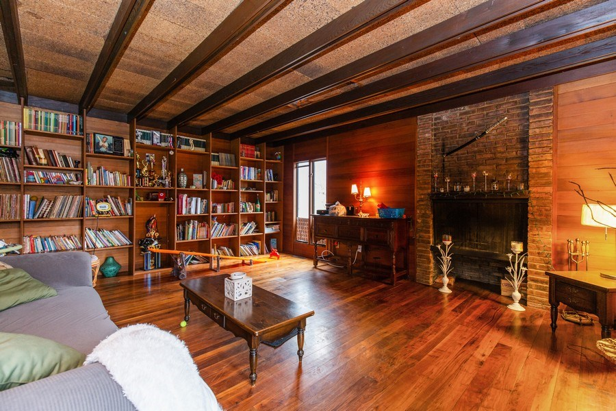 Real Estate Photography - 1119 S 6TH STREET, ST CHARLES, IL, 60174 - Living Room