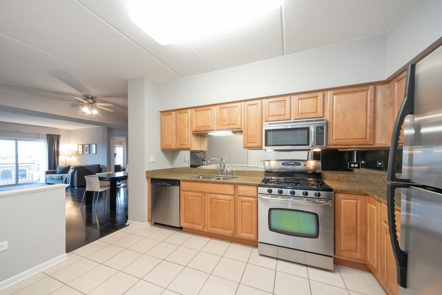 Real Estate Photography - 3401 Carriageway Drive, #406, Arlington Hts, IL, 60004 - Kitchen