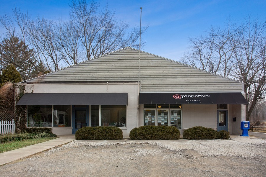 Real Estate Photography - 14939 Lakeside Road, Lakeside, MI, 49116 - Front View