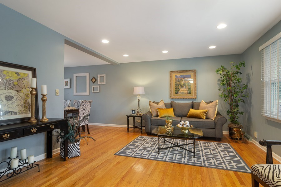 Real Estate Photography - 1530 N Pine Ave, Arlington Heights, IL, 60004 - Living Room