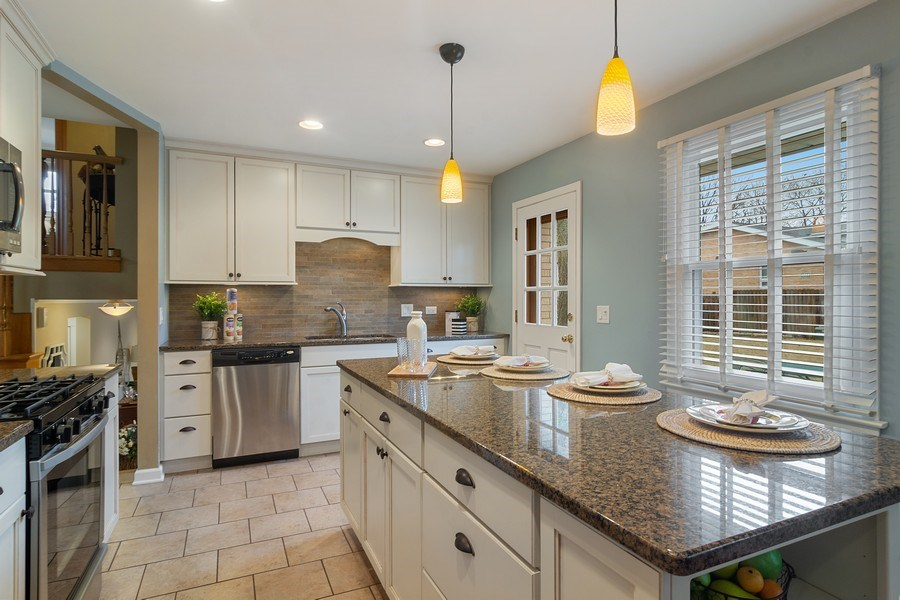 Real Estate Photography - 1530 N Pine Ave, Arlington Heights, IL, 60004 - Kitchen