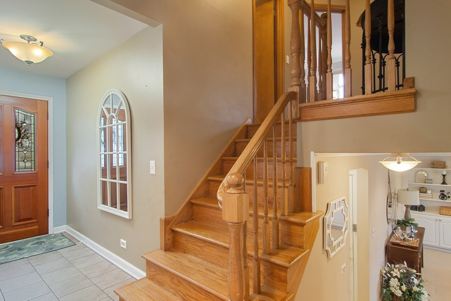 Real Estate Photography - 1530 N Pine Ave, Arlington Heights, IL, 60004 - Foyer