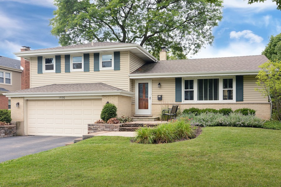 Real Estate Photography - 1530 N Pine Ave, Arlington Heights, IL, 60004 - Front