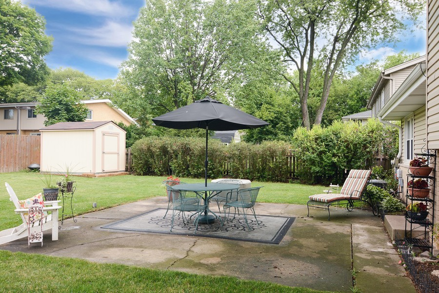 Real Estate Photography - 1530 N Pine Ave, Arlington Heights, IL, 60004 - Yard & Patio