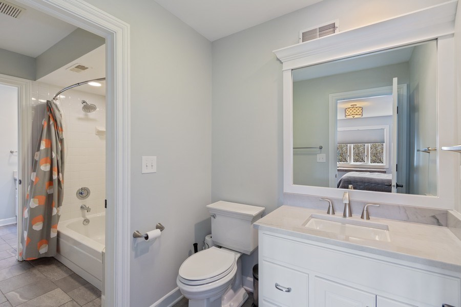 Real Estate Photography - 1085 Windhaven Court, Lake Forest, IL, 60045 - Jack and Jill bath