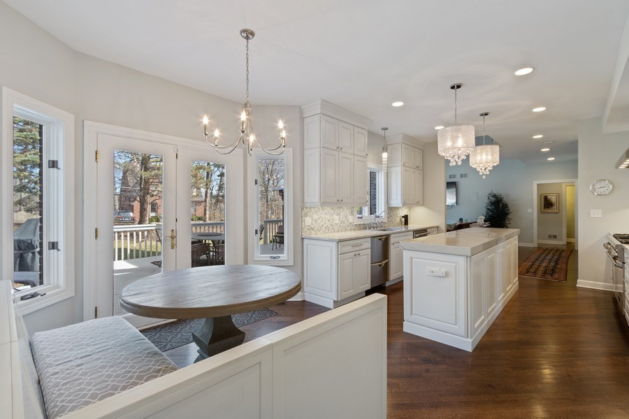 Real Estate Photography - 1085 Windhaven Court, Lake Forest, IL, 60045 - Kitchen / Breakfast Room