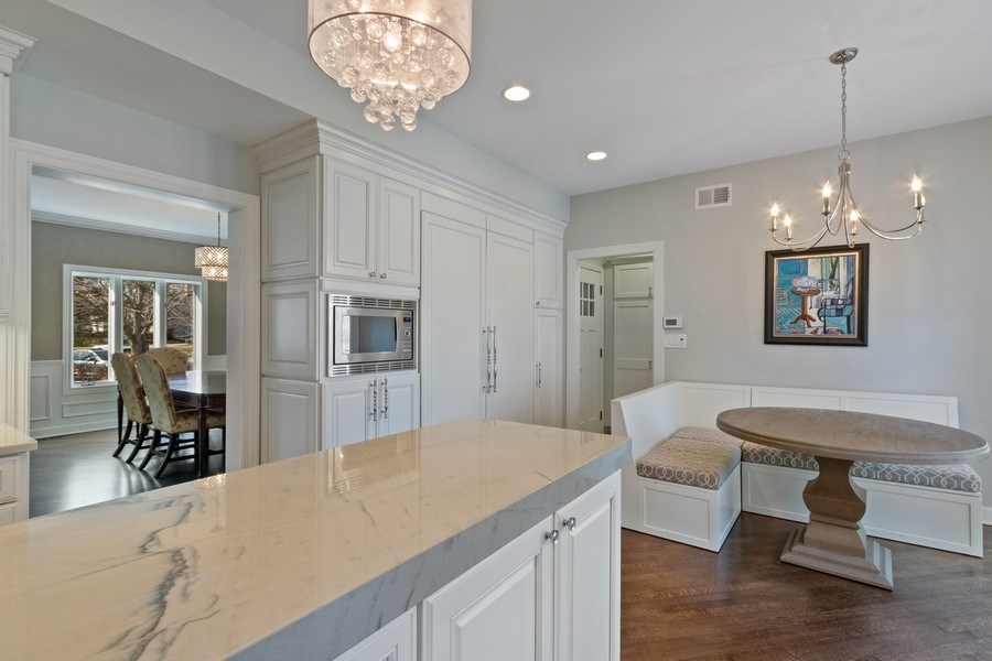 Real Estate Photography - 1085 Windhaven Court, Lake Forest, IL, 60045 - Kitchen / Dining Room