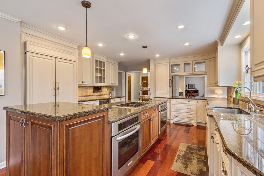 Real Estate Photography - 659 New Bridge Court, Barrington, IL, 60010 - Kitchen