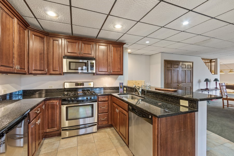 Real Estate Photography - 659 New Bridge Court, Barrington, IL, 60010 - Kitchenette