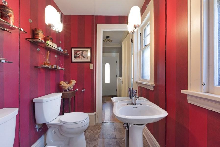 Real Estate Photography - 428 Elder Ln., Winnetka, IL, 60093 - Powder Room
