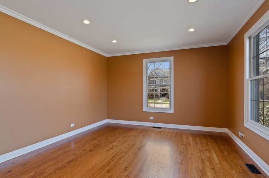 Real Estate Photography - 1601 Cabot Ln, Glenview, IL, 60026 - Living Room