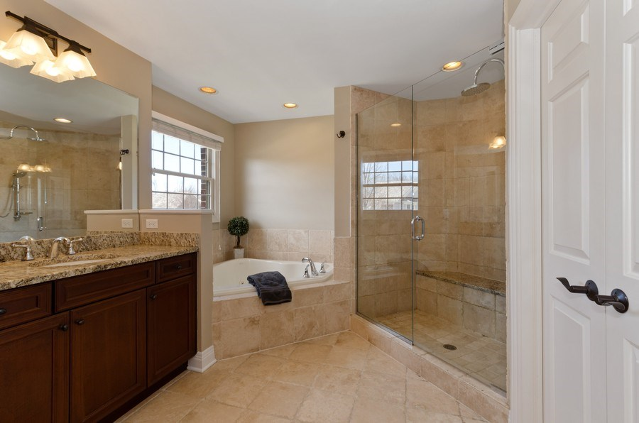 Real Estate Photography - 1601 Cabot Ln, Glenview, IL, 60026 - Master Bathroom
