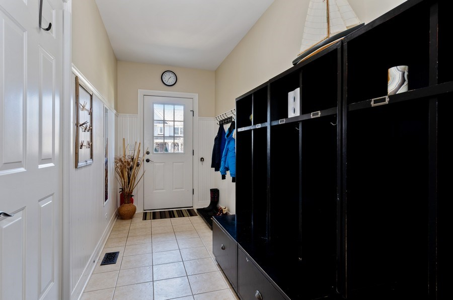 Real Estate Photography - 1601 Cabot Ln, Glenview, IL, 60026 - Mudroom