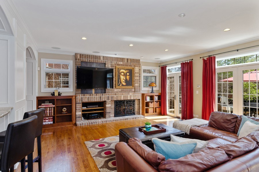 Real Estate Photography - 1601 Cabot Ln, Glenview, IL, 60026 - Family Room
