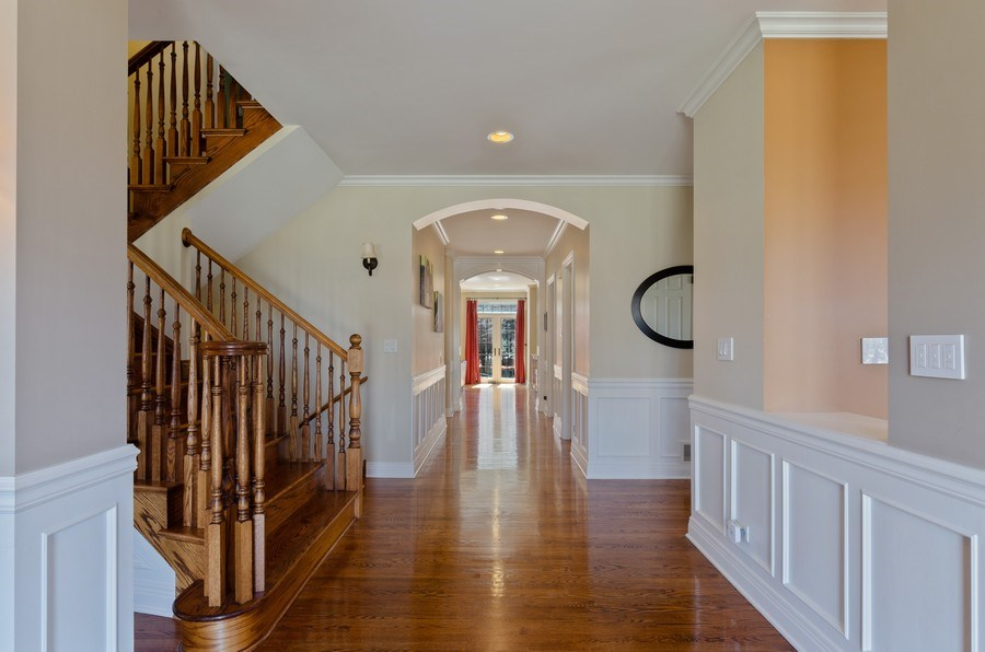 Real Estate Photography - 1601 Cabot Ln, Glenview, IL, 60026 - Hallway