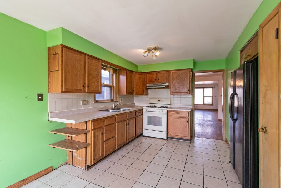 Real Estate Photography - 7825 W. Forest Preserve Drive, Chicago, IL, 60634 - Kitchen