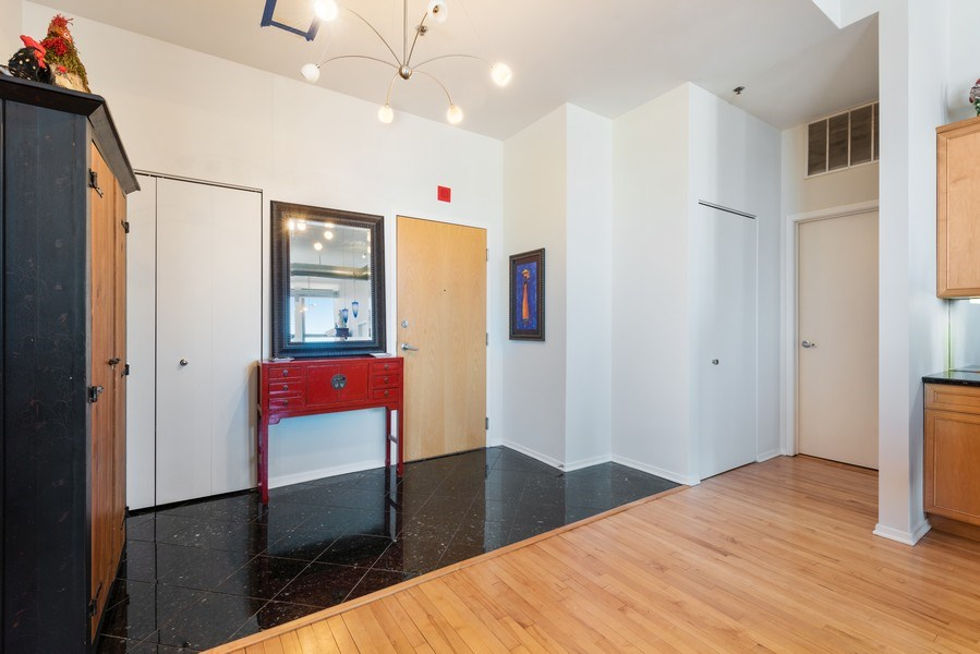 Real Estate Photography - 1530 S State 18 G, Chicago, IL, 60605 - Foyer