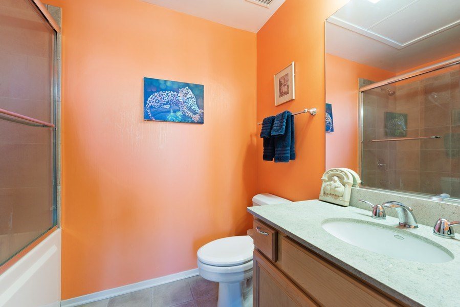 Real Estate Photography - 1530 S State 18 G, Chicago, IL, 60605 - 2nd Bathroom
