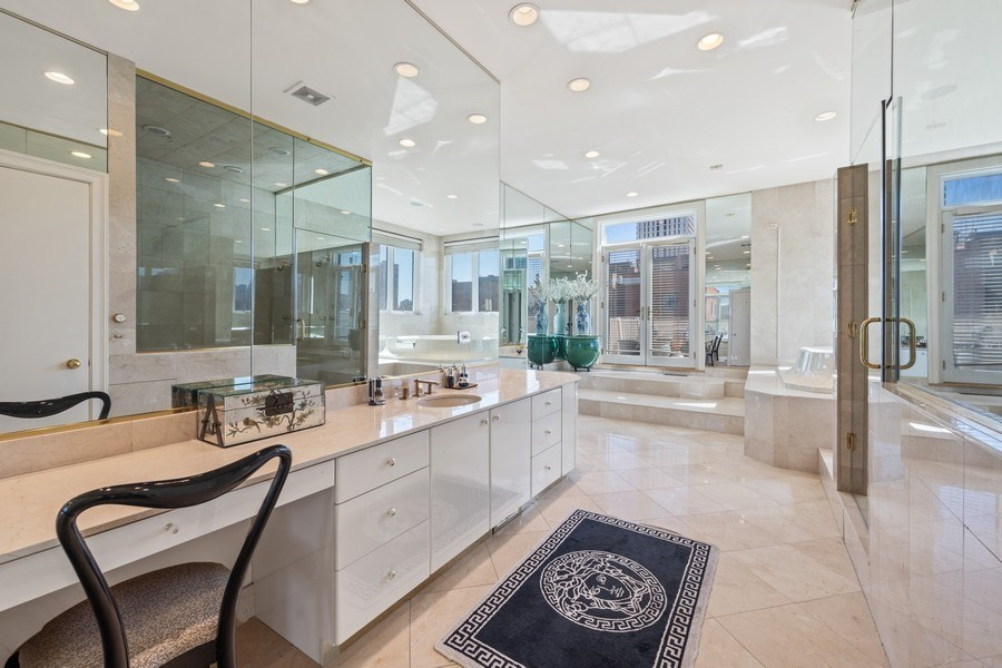 Real Estate Photography - 1939 N Hudson Ave, Chicago, IL, 60614 - Master Bathroom