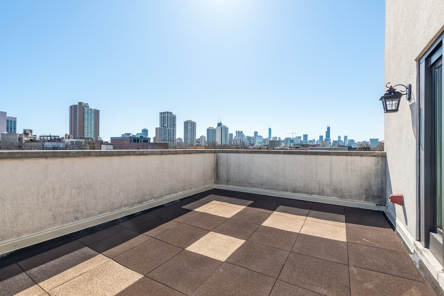 Real Estate Photography - 1939 N Hudson Ave, Chicago, IL, 60614 - Penthouse Terrace East