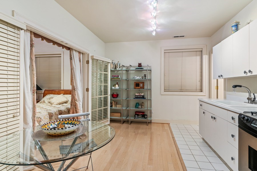 Real Estate Photography - 1939 N Hudson Ave, Chicago, IL, 60614 - In-Law Suite