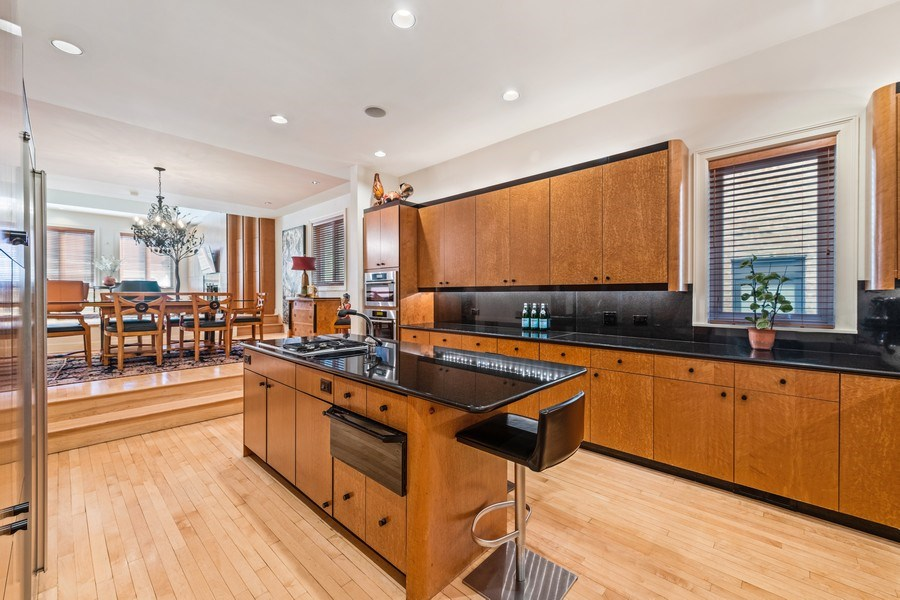Real Estate Photography - 1939 N Hudson Ave, Chicago, IL, 60614 - Kitchen