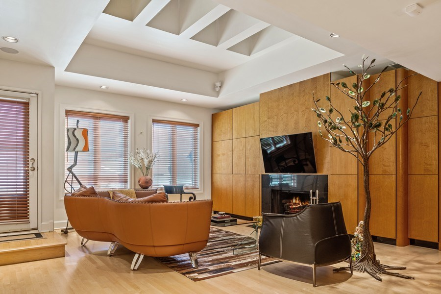 Real Estate Photography - 1939 N Hudson Ave, Chicago, IL, 60614 - Family Room