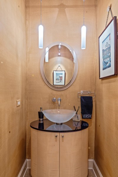 Real Estate Photography - 1939 N Hudson Ave, Chicago, IL, 60614 - Powder Room