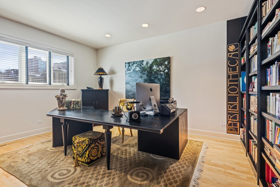 Real Estate Photography - 1939 N Hudson Ave, Chicago, IL, 60614 - Office
