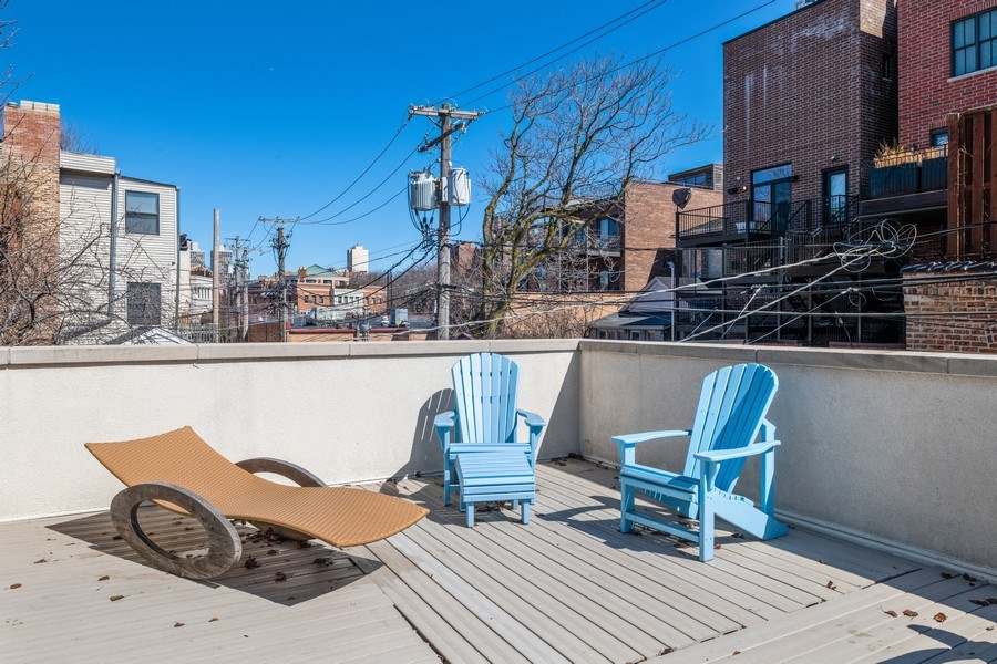 Real Estate Photography - 1939 N Hudson Ave, Chicago, IL, 60614 - Deck