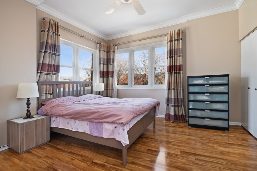 Real Estate Photography - 1833 Oakdale Ave Unit A, Chicago, IL, 60657 - Master Bedroom
