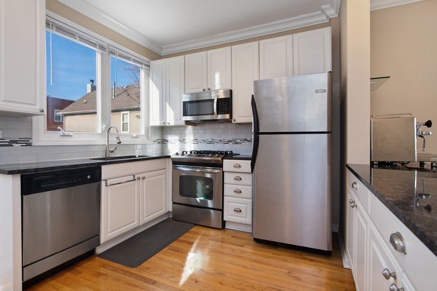 Real Estate Photography - 1833 Oakdale Ave Unit A, Chicago, IL, 60657 - Kitchen