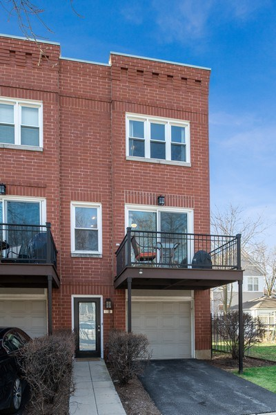 Real Estate Photography - 1833 Oakdale Ave Unit A, Chicago, IL, 60657 - Front View