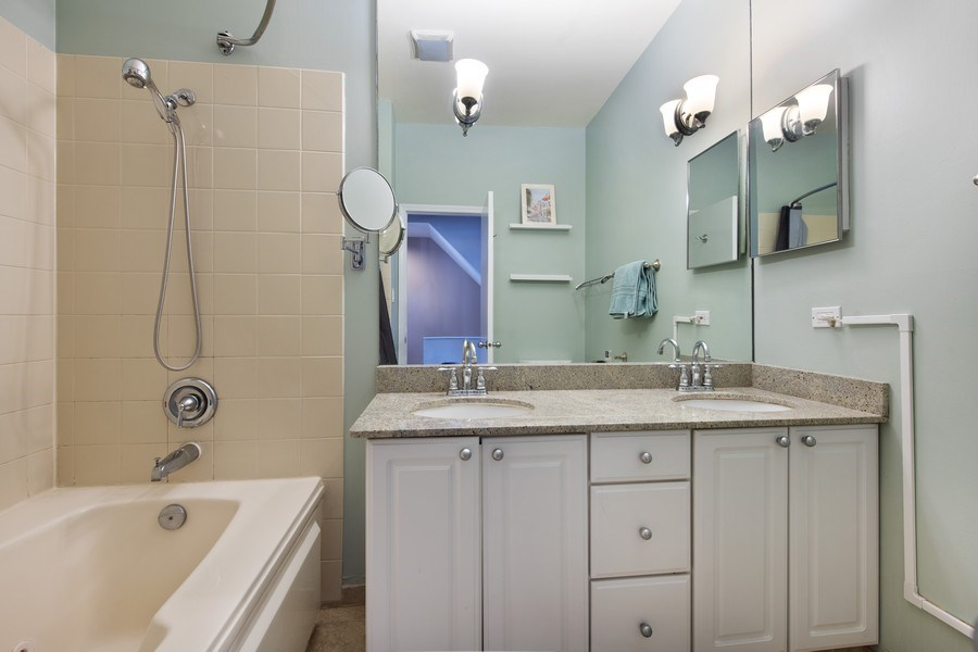 Real Estate Photography - 1833 Oakdale Ave Unit A, Chicago, IL, 60657 - Bathroom