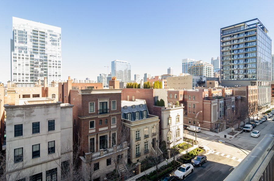Real Estate Photography - 451 W Huron Ave, Unit 602, Chicago, IL, 60654 - City View