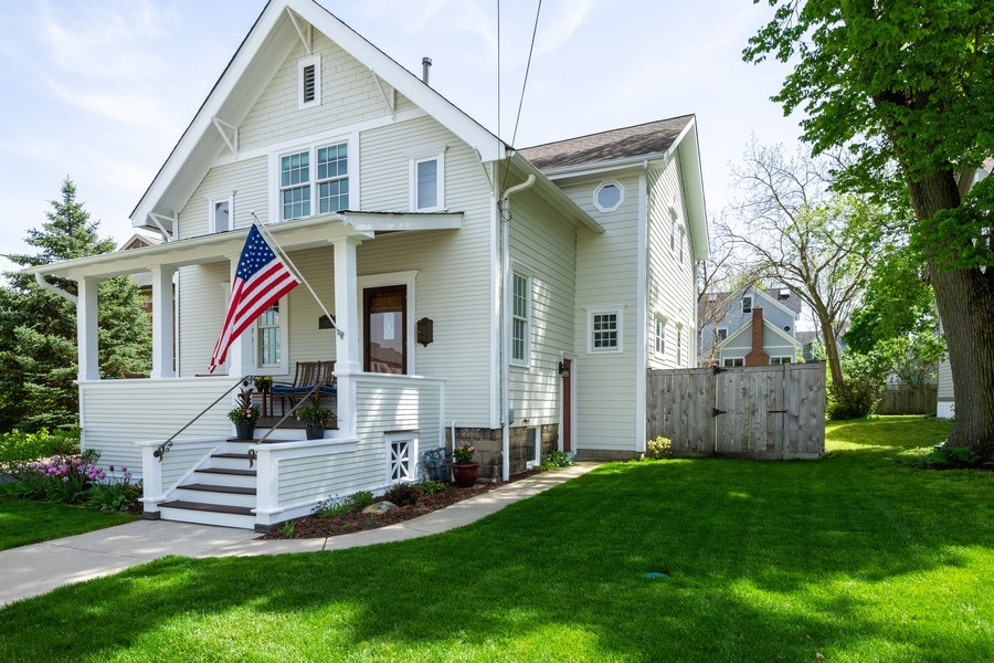 Real Estate Photography - 131 W Station St, Barrington, IL, 60010 - Side View