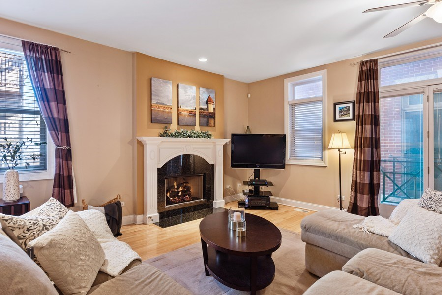 Real Estate Photography - 1968 W Foster Ave, Unit D, Chicago, IL, 60640 - Living Room