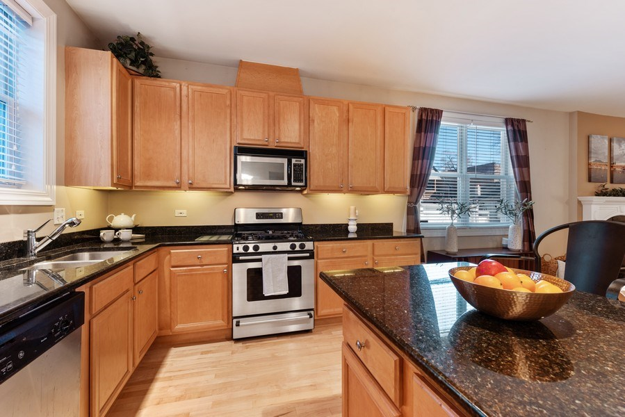 Real Estate Photography - 1968 W Foster Ave, Unit D, Chicago, IL, 60640 - Kitchen