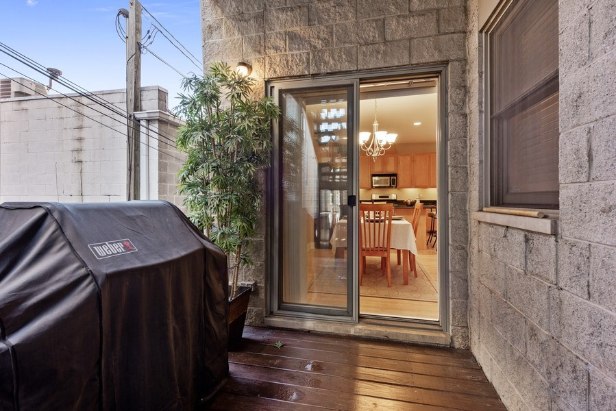 Real Estate Photography - 1968 W Foster Ave, Unit D, Chicago, IL, 60640 - Deck