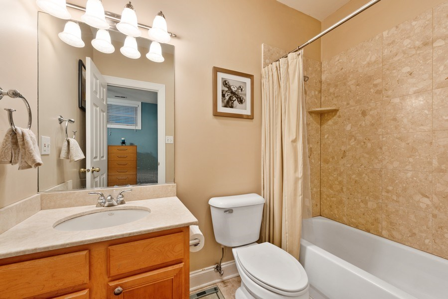 Real Estate Photography - 1968 W Foster Ave, Unit D, Chicago, IL, 60640 - 2nd Bathroom