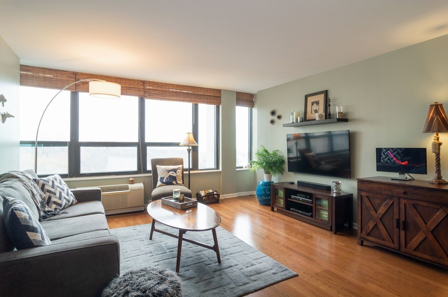 Real Estate Photography - 5100 N Marine Drive, unit 7D, chicago, IL, 60640 - Living Room