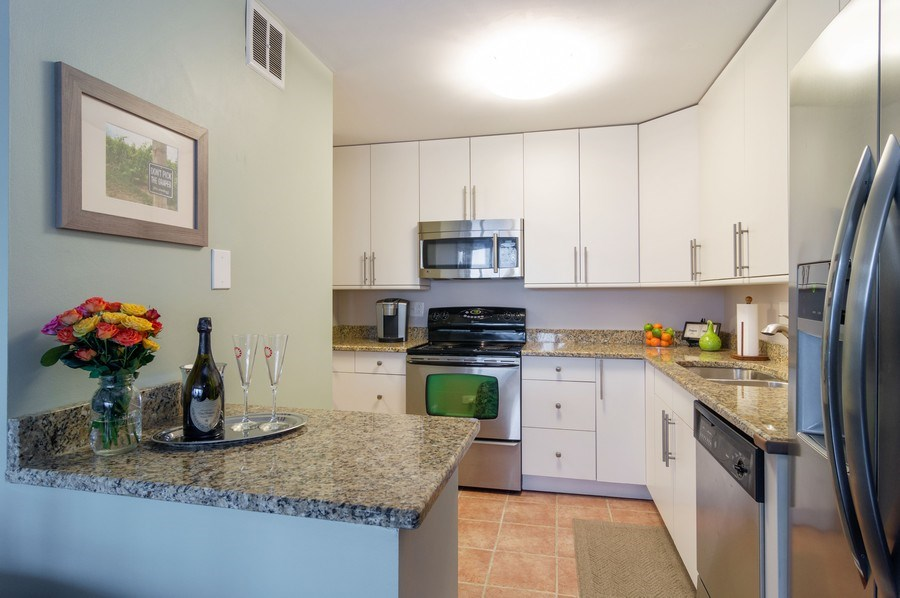 Real Estate Photography - 5100 N Marine Drive, unit 7D, chicago, IL, 60640 - Kitchen