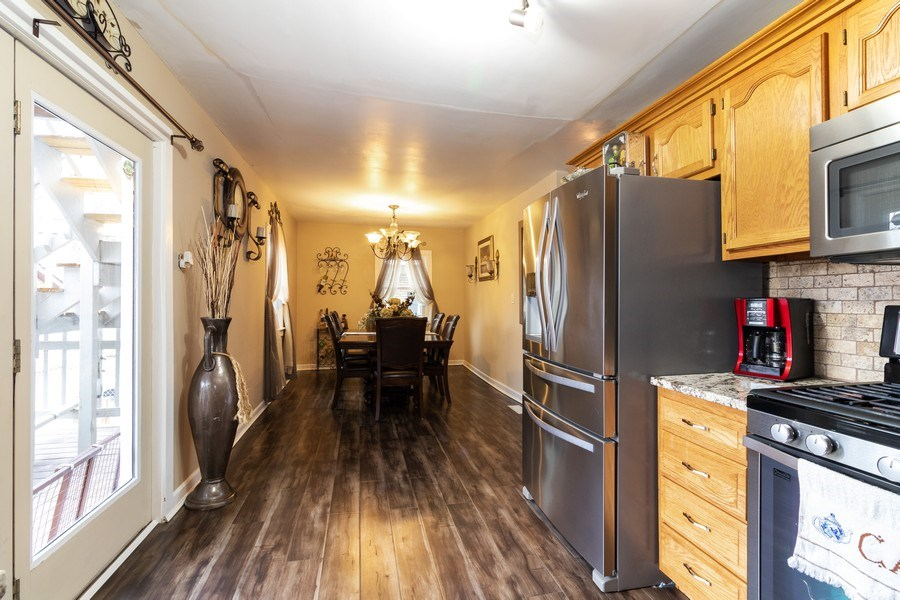 Real Estate Photography - 9141 S 54th Ct, Oak Lawn, IL, 60453 - Kitchen
