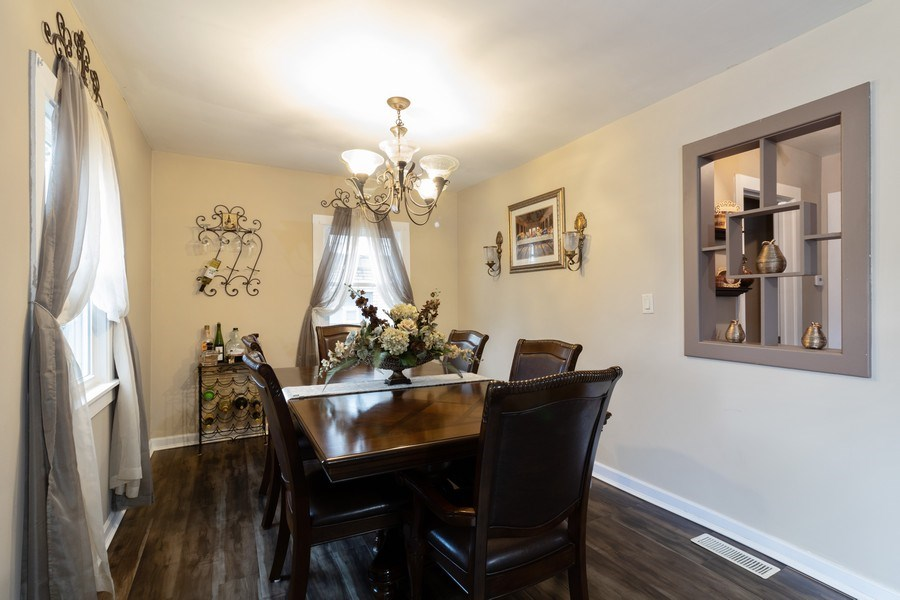 Real Estate Photography - 9141 S 54th Ct, Oak Lawn, IL, 60453 - Dining Room