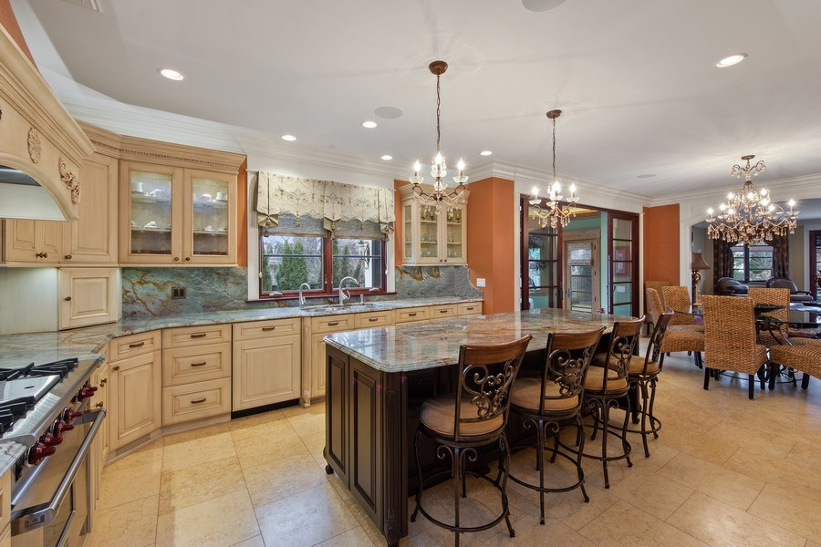 Real Estate Photography - 2415 N Pine, Arlington Heights, IL, 60004 - Kitchen / Breakfast Room