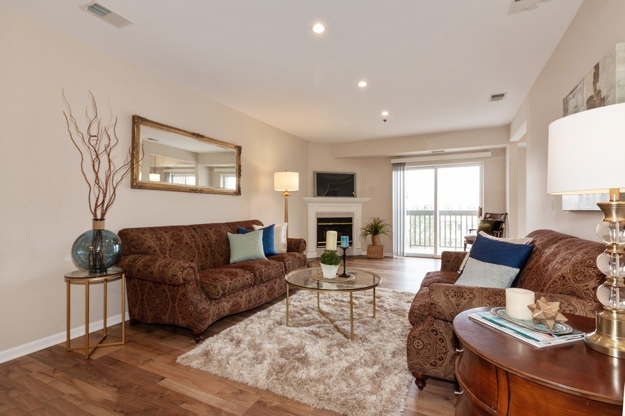 Real Estate Photography - 140 Manchester Drive #405, Buffalo Grove, IL, 60089 - Living Room