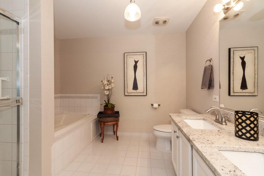 Real Estate Photography - 140 Manchester Drive #405, Buffalo Grove, IL, 60089 - Master Bathroom