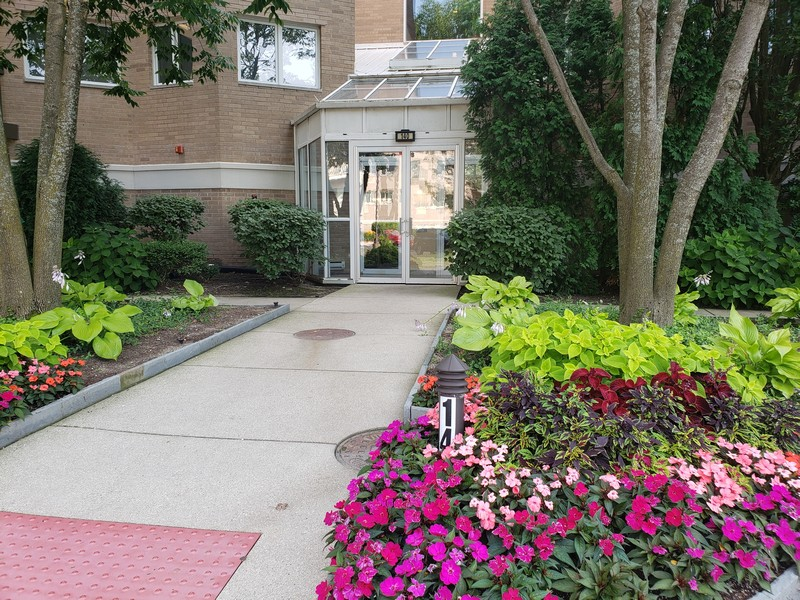 Real Estate Photography - 140 Manchester Drive #405, Buffalo Grove, IL, 60089 -