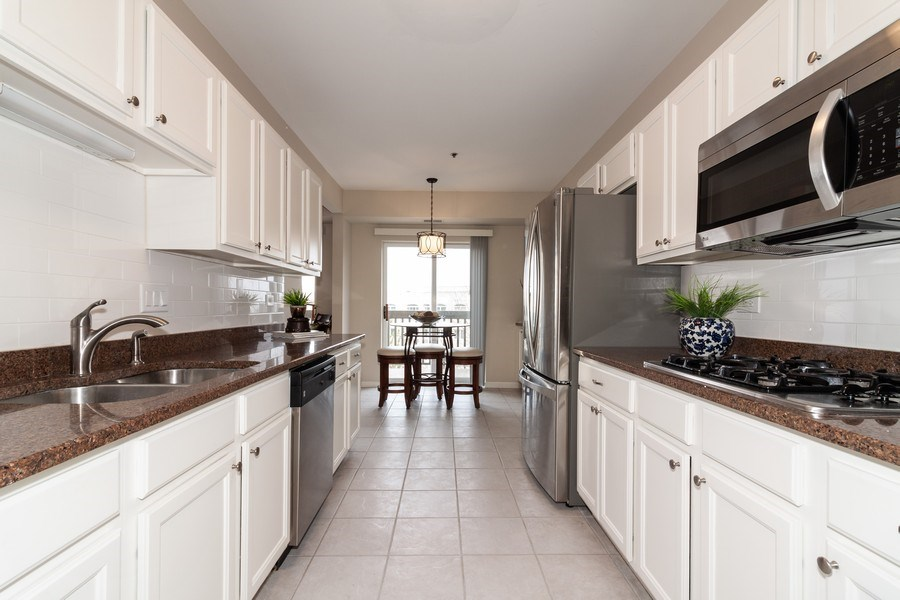 Real Estate Photography - 140 Manchester Drive #405, Buffalo Grove, IL, 60089 - Eat-in Kitchen