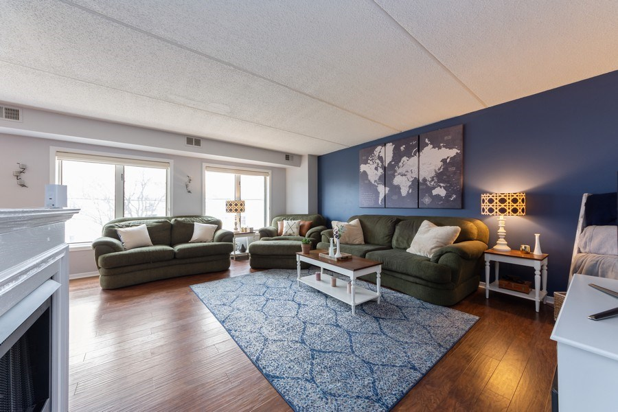 Real Estate Photography - 355 W Miner Street, Unit #2C, Arlington Heights, IL, 60005 - Living Room